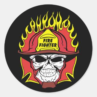 Cráneo del bombero pegatina redonda
