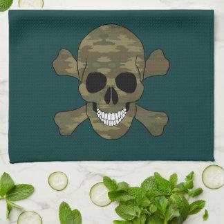 Cráneo del camuflaje y toalla de cocina de la