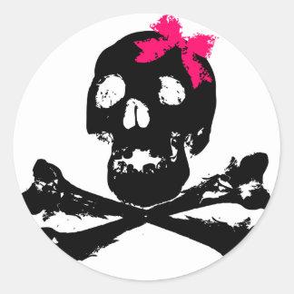 Cráneo del chica con el arco rosado pegatina redonda
