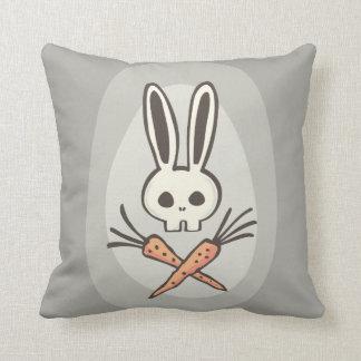 Cráneo del conejito del dibujo animado y almohada