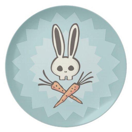 Cráneo del conejito del dibujo animado y placa de plato de cena