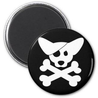 Cráneo del Corgi y imán de la bandera pirata