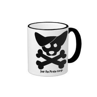 Cráneo del Corgi y taza de la bandera pirata