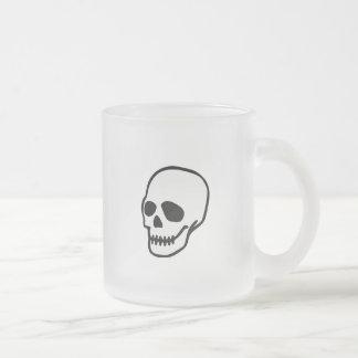 Cráneo del dibujo animado del vector taza cristal mate