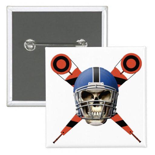Cráneo del fútbol con los marcadores del casco y d pin