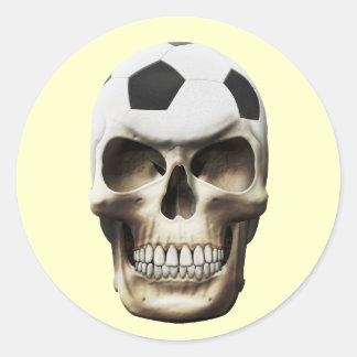 Cráneo del fútbol (fútbol) pegatinas redondas