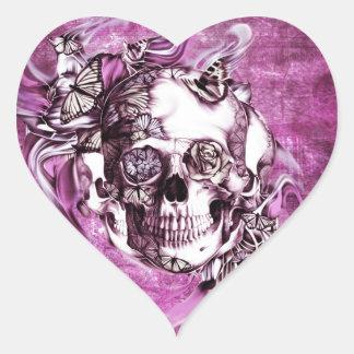 Cráneo del humo del ciruelo con las mariposas pegatina en forma de corazón