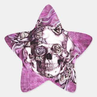Cráneo del humo del ciruelo con las mariposas pegatina en forma de estrella
