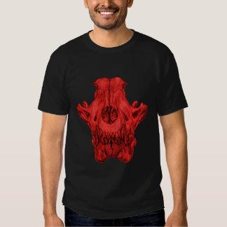 Cráneo del lobo en camiseta roja polera
