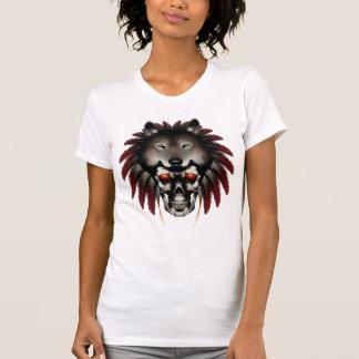 Cráneo del nativo americano con el lobo del camiseta