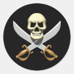 cráneo del pirata 3D y espadas cruzadas Etiquetas Redondas