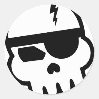 Cráneo del pirata informático del pirata etiqueta redonda