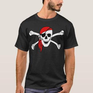 Cráneo del pirata y camiseta de la bandera pirata
