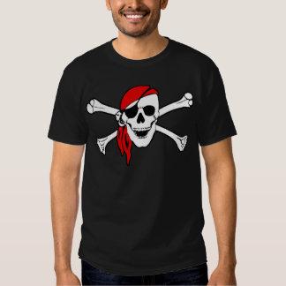 Cráneo del pirata y camiseta de la bandera pirata remera