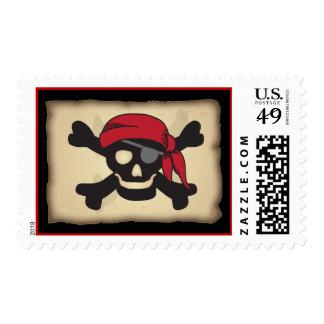 Cráneo del pirata y franqueo de la bandera pirata sello