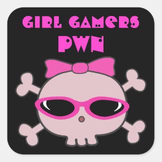 Cráneo del pwn de los videojugadores del chica con pegatina cuadrada