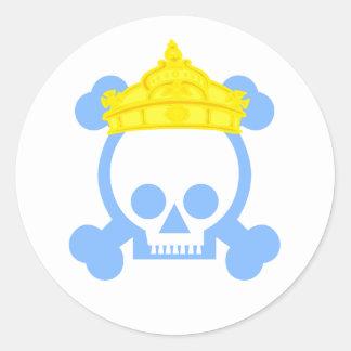 cráneo del rey de la reina pegatina redonda
