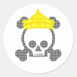 cráneo del rey de la reina etiqueta redonda
