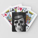 Cráneo del sombrero de copa baraja cartas de poker