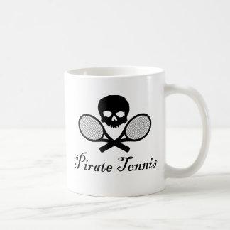 Cráneo del tenis del pirata y taza de la estafa