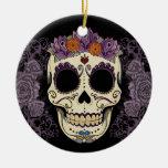 Cráneo del vintage y ornamento de los rosas adorno navideño redondo de cerámica
