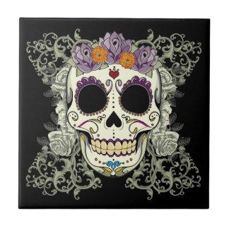 Cráneo del vintage y teja de las flores