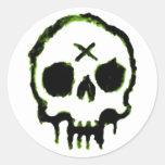 Cráneo del zombi etiquetas redondas