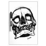 Cráneo del zombi que dibuja 2 pizarras