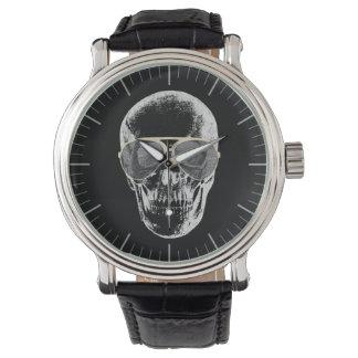 Cráneo desapasible del vintage en gafas de sol relojes de pulsera