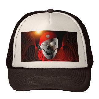 Cráneo divertido hecho del metal con el pañuelo, gorra