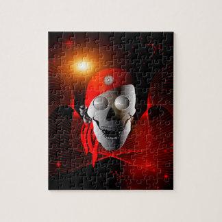 Cráneo divertido hecho del metal con el pañuelo, puzzles con fotos