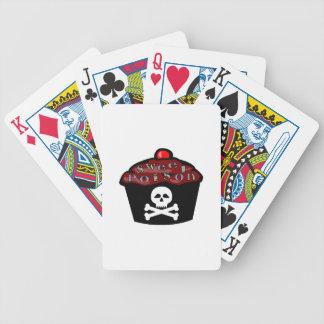 Cráneo dulce y bandera pirata de la magdalena del barajas de cartas