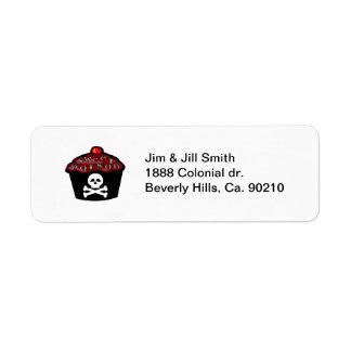 Cráneo dulce y bandera pirata de la magdalena del etiquetas de remite