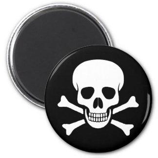 Cráneo e imán de la bandera pirata