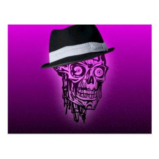 Cráneo elegante con el gorra, rosa fuerte postal