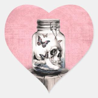 Cráneo en el ejemplo del tarro pegatina en forma de corazón