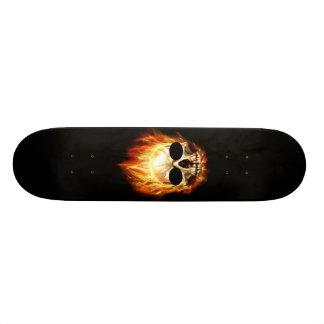 Cráneo en el fuego patines