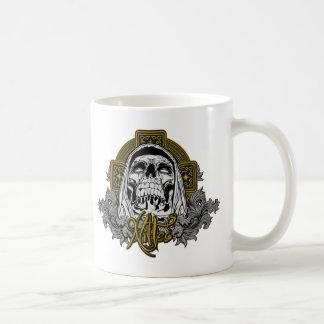 Cráneo en infierno taza