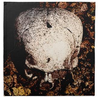 Cráneo en las hojas servilletas