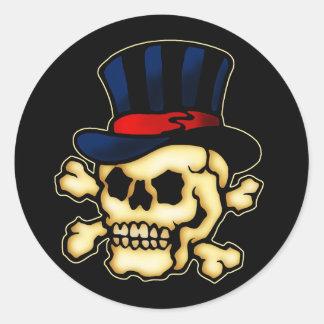 Cráneo en sombrero de copa pegatina redonda
