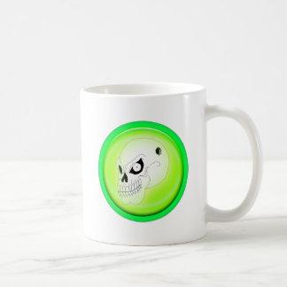 Cráneo enojado en la taza verde
