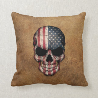 Cráneo envejecido y llevado de la bandera cojín decorativo