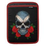 Cráneo escocés de la bandera con los rosas rojos mangas de iPad