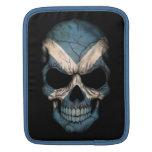 Cráneo escocés de la bandera en negro mangas de iPad