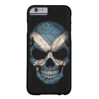 Cráneo escocés de la bandera en negro funda para iPhone 6 barely there