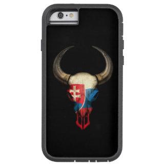 Cráneo eslovaco de Bull de la bandera en negro Funda De iPhone 6 Tough Xtreme