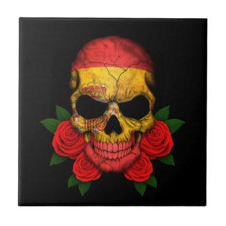 Cráneo español de la bandera con los rosas rojos teja  ceramica