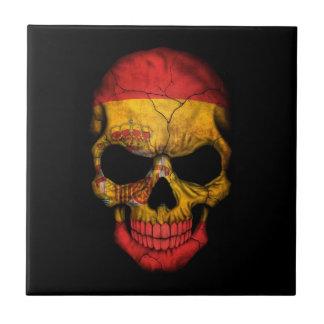 Cráneo español de la bandera en negro azulejo cerámica