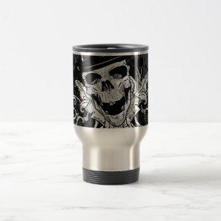 Cráneo espeluznante con el sombrero de copa taza de café
