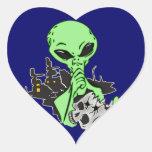 Cráneo extranjero y humano pegatinas corazon personalizadas